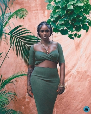 Tiwa Savage Puts Hot-Bod On Display As She Flaunts Swimming Skills